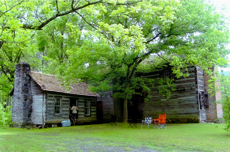 An excellent example of pioneer architecture in Alabama, the John Looney Pioneer House Museum was built in Ashville in 1820 and may be the oldest dogtrot log house in the state.
