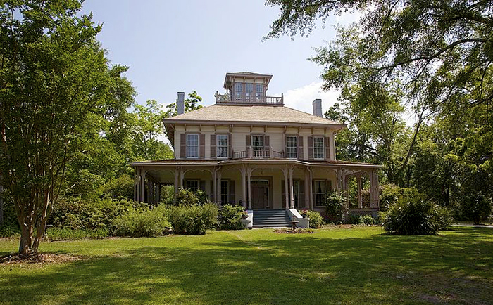 Eufaula's Fendall Hall, completed in 1860, is one of the finest examples of Italianate architecture in Alabama. The house formerly belonged to the prominent Young family and is now a museum open to the public.
