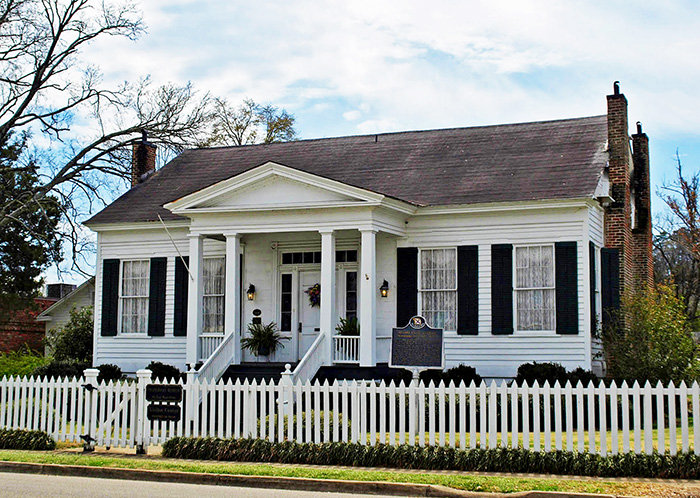 The McWilliams-Smith-Rice House in Prattville houses the Autauga County Heritage Center