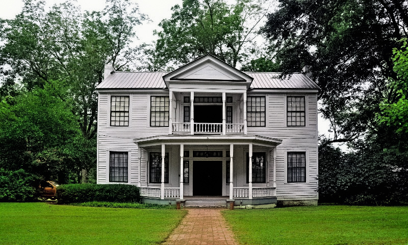 The Spence-Moon House in Livingston, Sumter County, was built in 1834 by planter James H. Spence.