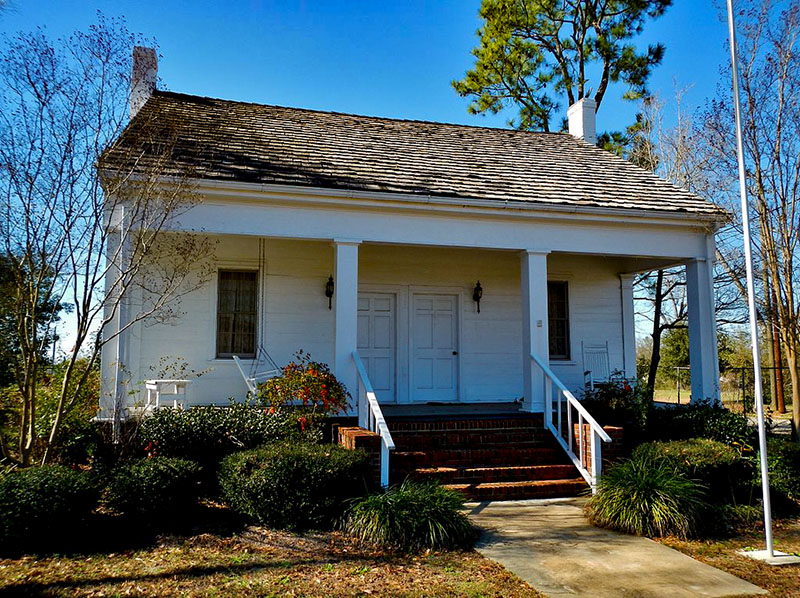 Built around 1870, the Bethune-Kennedy House in Abbeville, Henry County, was first owned by physician William Calvin Bethune.