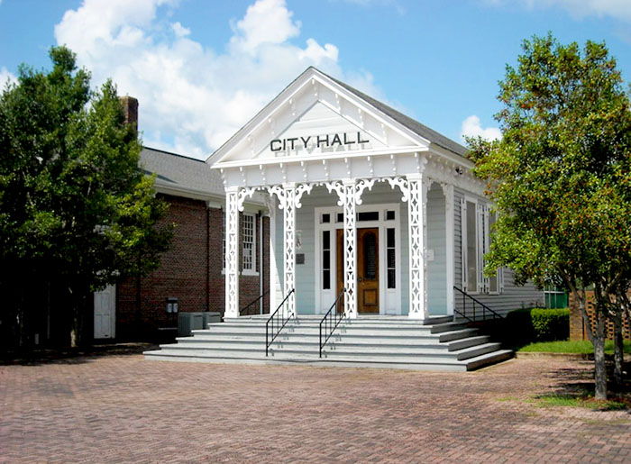 The Old City Hall building is located on the campus of the Marion Military Institute and serves as its Alabama Military Hall of Honor Museum.